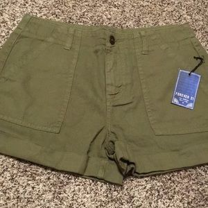 Forever 21 Olive Green 25 Waist Shorts 🌷NWT🌷
